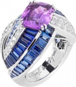ORBE INDIGO ring. White gold, round diamonds, baguette-cut and buff-topped baguette-cut sapphires and one cushion-cut violet sapphire of 3.97 cts (origin: Madagascar).