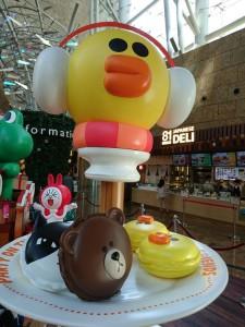 lindfriends longham place mk hk christmas pop up store party on thr desk (17)