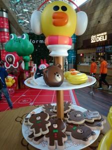 lindfriends longham place mk hk christmas pop up store party on thr desk (19)