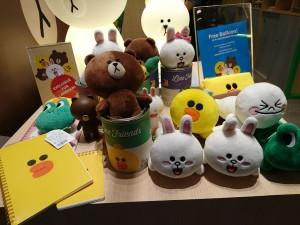 lindfriends longham place mk hk christmas pop up store party on thr desk (31)