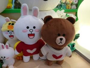 lindfriends longham place mk hk christmas pop up store party on thr desk (33)