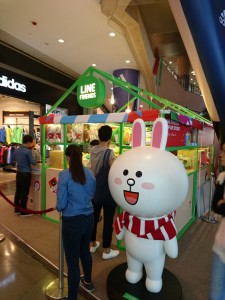lindfriends longham place mk hk christmas pop up store party on thr desk (36)