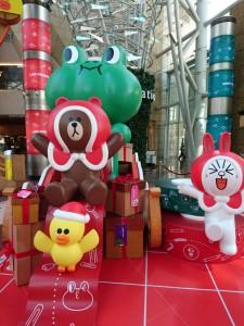 lindfriends longham place mk hk christmas pop up store party on thr desk (5)