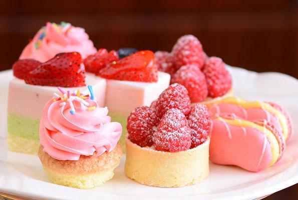 RED Spirit strawberry raspberry cakes
