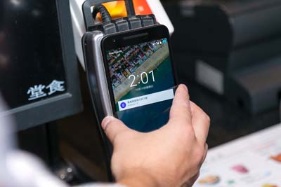 android-pay-mobile-pay-touch-credit-card-nfc-smartphone-tech-visa-mastercard-hk-google-2