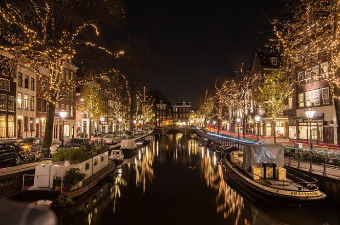 Fly Amsterdam with Emirates in Winter 2017