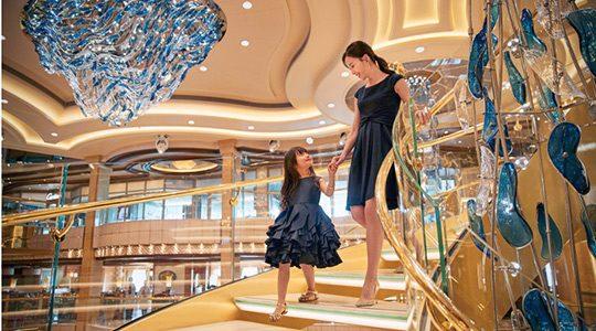 盛世公主號-Majestic-Princess-郵輪-中庭-the-atrium-Piazza-ShipTour-PrincessCruises-travel-experience-package-hotspot-crystal-staircase