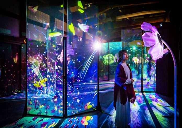 「FLOWERS BY NAKED」虛擬實境互動藝術展
